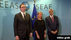 Aleksandar Vučić, Federika Mogerini i Hašim Tači pre na sastanku u Briselu (arhivski snimak)