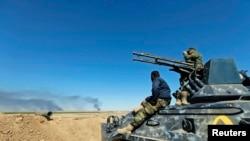 Các chiến binh Shia trên xe quân sự tại Al-Hadidiya, phía nam thị trấn Tikrit.