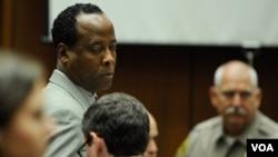 El juez Pastor afirmó que Murray violó la confianza de Jackson y se vio envuelto en una serie de engaños y mentiras.