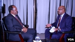 Somali President Hassan Sheikh Mohamud is interviewed by VOA Somali news service chief Abdirahman Yabarow in Washington, April 21, 2016.