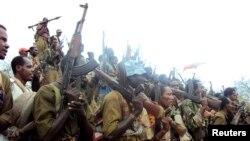 Des rebelles du Front de Libération d'Oromo (OLF) dans son camp d'entraînement dans le sud de l'Ethiopie, près de la ville frontalière de Moyale, le 18 juillet 2009.