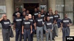 Deputados abandonam o parlamento