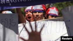 Members of Cambodian National Rescue Party (CNRP) march on the street during a protest demanding a free and fair general election in Phnom Penh, file photo.