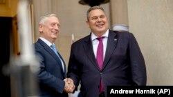 Міністр оборони США Джим Маттіс та міністр оборони Греції Панайотіс Камменос