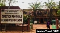 La Direction des Impôt à Ouagadougou, au Burkina, le 26 décembre 2018. (VOA/Lamine Traoré)