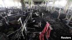 Quang cảnh thiệt hại vụ cháy nhà máy may mặc ở Bangladesh tháng trước.