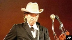 Bob Dylan performs (file photo)