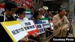 支聯會中聯辦抗議街頭劇(香港鄒幸彤推特圖片)