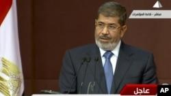 Presiden Mohammed Morsi, yang mengusulkan referendum konstitusi, mendapat dukungan dari hakim-hakim senior Mesir (foto: dok).