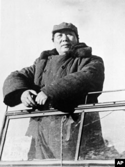 歷史照片:毛澤東檢閱進入北平(後改回北京)的共產黨部隊。 (1949年5月2日)
