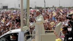 Pope visits ecuador