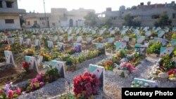 Yon simityè pou viktim fòs prezidan Bashar al-Assad yo, 17 fevriye 2013 (Lens Young Homsi)