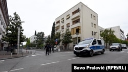 ARHIVA - Policija ispred Višeg suda u Podgorici za vrijeme izricanja presude o državnom udaru, 9. maja 2019.