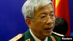 Thứ trưởng Quốc phòng Việt Nam nói rằng nếu đúng là Trung Quốc đã đặt hai khẩu pháo tự hành trên đảo nhân tạo mà Bắc Kinh xây dựng ở Biển Đông thì đó là một diễn biến đáng lo ngại.