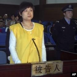 被控非法集资诈骗罪的吴英2009年4月16日出庭受审(资料照片)