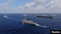 Tàu của Hải quân Mỹ, Ấn độ, Nhật Bản và Philippine trên biển. Ảnh chụp ngày 9/5/2020 do Lực lượng Tự vệ Hàng Hải Nhật Bản cung cấp.