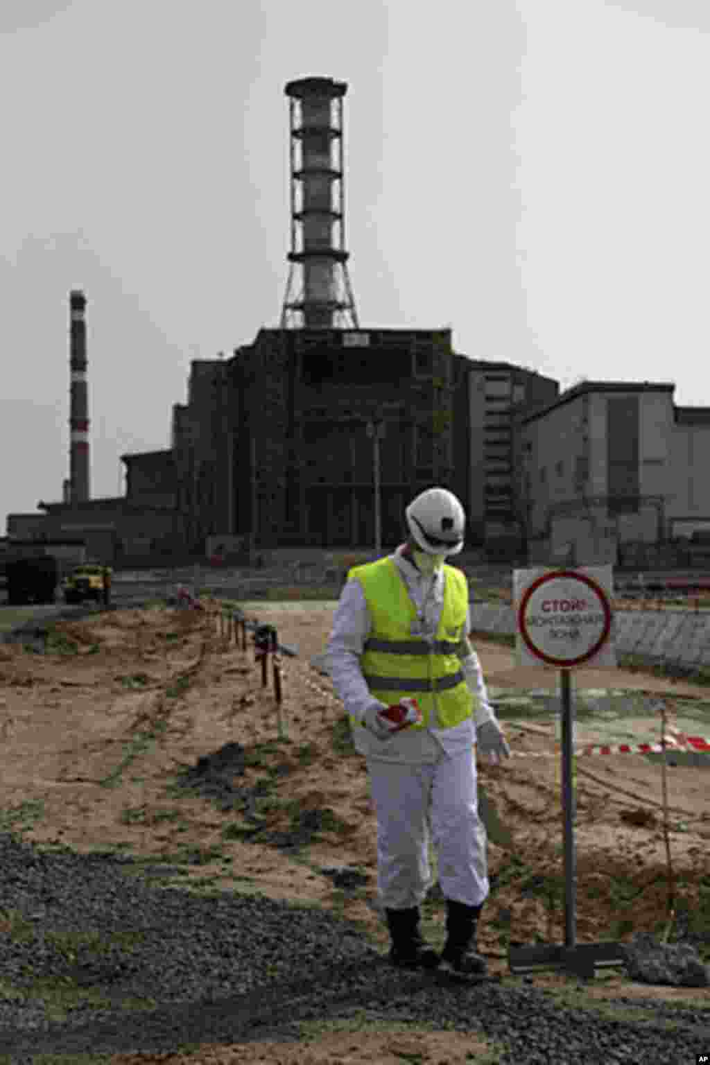 A plant worker walks by construction site in Chernobyl, (VOA - D. Markosian, April 2011)