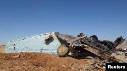 Xác một chiếc chiến đấu cơ của lực lượng trung thành với Tổng thống Syria Bashar Al-Assad bị rơi ở Daraa, Syria, hôm 11/6/2015.