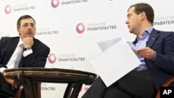 Срегей Гуриев и Дмитрий Медведев (Фото из архива)