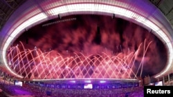 Fireworks explode during the opening ceremony of the 17th Asian Games in Incheon September 19, 2014. REUTERS/Kim Kyung-Hoon (SOUTH KOREA - Tags: SPORT ENTERTAINMENT) - RTR46W7D