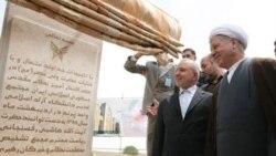اکبرهاشمی رفسنجانی و عبدالله جاسبی در حال افتتاح پروژه ای در دانشگاه آزاد اسلامی پرند