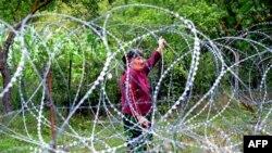 Xurvaleti qishlog'ining Gruziya nazorati ostidagi qismi, Janubiy Osetiyadan tikanli sim bilan ajratilgan. 25 iyul, 2013-yil