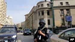 روشنفکران نسبت به آینده آزادی بیان و فعالیت های دیگر در مصر ابراز نگرانی کرده اند.