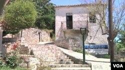 Warga Yunani mencari tempat investasi yang aman di luar negeri, sementara orang asing membeli properti di Yunani. (foto: dok)