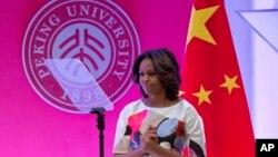 ابراز تشکر میشل اوباما پس از سخنرانی در دانشگاه پکن، شنبه، ۲۲ مارس ۲۰۱۴