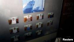 지난달 16일 파나마에서 억류된 북한 선박 청천강호 선실 내부에 선원들의 사진이 붙어있다.