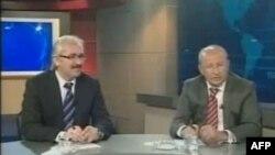Zaman gazetesi Ankara Temsilcisi Mustafa Ünal (solda) ve Cumhuriyet gazetesi Ankara Temsilcisi Utku Çakırözer (sağda)