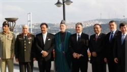 روسای جمهوری افغانستان، ترکیه و پاکستان به همراه وزرای خود در استانبول. ۲ نوامبر ۲۰۱۱