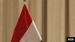 Presiden Irak Jalal Talabani berbicara pada anggota parlemen Irak saat akan memulai sidang di Baghdad pekan lalu. Proses pembagian kekuasaan di Irak akan komplit pekan ini dengan penunjukan Maliki sebagai PM.