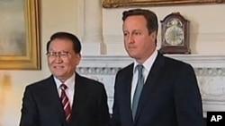 英首相卡梅伦(右)在伦敦会晤到访的中共政治局常委李长春