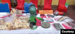 Barang bukti berupa aksesoris (bagian kiri) yang terbuat dari gading gajah. (Courtesy- Humas Polres Aceh Timur)