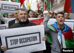 People take part in a rally in support of Azerbaijan over the conflict in the breakaway Nagorno-Karabakh region, outside the Armenian embassy in Kyiv, Ukraine, April 8, 2016.