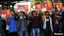 Unjuk rasa serikat pekerja terhadap serangan bom kembar di Ankara, Turki, pada tahun lalu, Oktober 2015 (foto: dok).