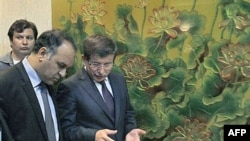 Dışişleri Bakanı Davutoğlu haftasonu Bingazi'de temaslarda bulunmuş ve Türkiye'nin Geçici Ulusal Konsey'i tanıdığını açıklamıştı