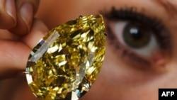 Viên kim cương 'Mặt trời lặn' chỉ hơn 110 carat hay bằng cỡ ngón tay cái phụ nữ