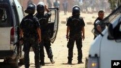 Des officiers tunisiens à Tataouine, dans le sud de la Tunisie, 22 mai 2017.