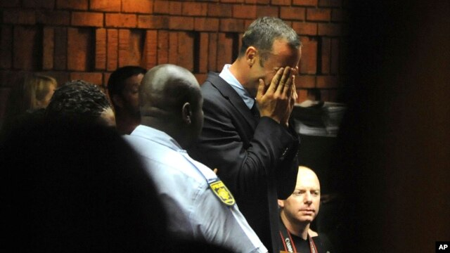 Athlete Oscar Pistorius weeps in court in Pretoria, South Africa, Feb 15, 2013, at his bail hearing in the murder case of his girlfriend Reeva Steenkamp.
