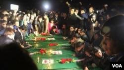 هفت مسافر هزاره تبار، حدود دو ماه قبل، از سوی جنگجویان داعش در ولایت غزنی ربوده شدند که اجسادشان در ولایت زابل یافت شد.