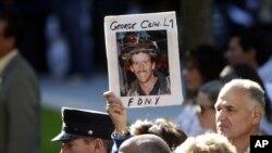 Gia đình các nạn nhân thiệt mạng trong vụ tấn công tham dự buổi lễ xướng danh những nạn nhân ở Ground Zero