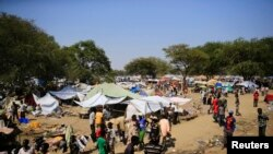 UN officials denied a South Sudanese government minister access to the United Nations compound in Bor, shown here on Dec. 25, 2013, where thousands have sought shelter from fighting.