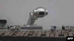Robot zvani Šimon vešto improvizuje džez melodije na vibrafonu