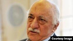 فتح الله گولن روحانی منتقد دولت ترکیه