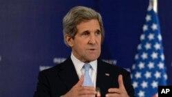21일 '시리아의 친구들' 회의 직후 기자회견을 하고 있는 케리 미 국무장관