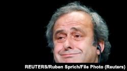 Michel Platini s'adresse à une conférence de presse après une réunion de l'UEFA à Zurich, en Suisse, le 28 mai 2015.