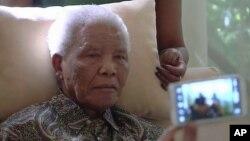 Madaxweynihii hore ee dalka Koofur Afrika Nelson Mandela oo xaaladiisa caafimaad ay sii xumaaneyso.