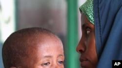 索馬里饑荒每天導致幾百人死亡﹐當中至少一半是兒童